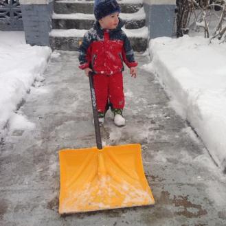 finn shoveling